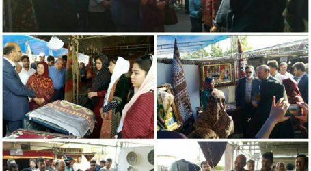 بازدید فرماندار شهرستان تورکمن از غرفههای جشنواره فرش تورکمن در اسکله این شهر