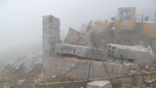 تخریب بناهای غیرمجاز در اراضی کشاورزی روستای زیارت